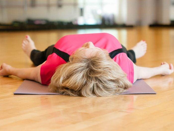 Arriver à l'heure à son cours de yoga chaud est essentiel.