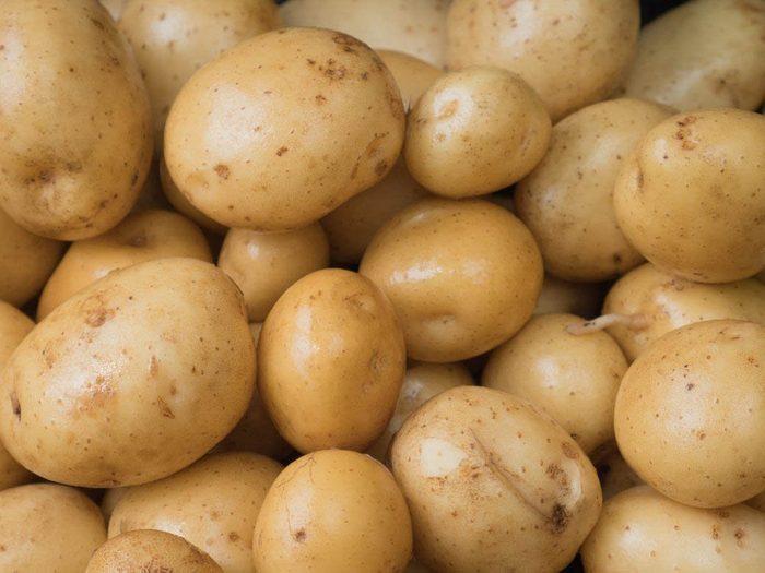Aliment santé: mangez des pomme de terre blanche en petite quantité seulement.