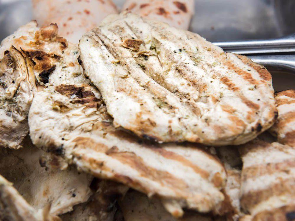 Aliment santé: mangez du poulet en petite quantité seulement.