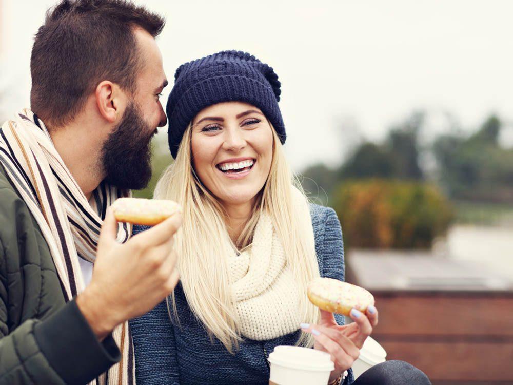 En automne, dégustez des beignets au jus de pomme.