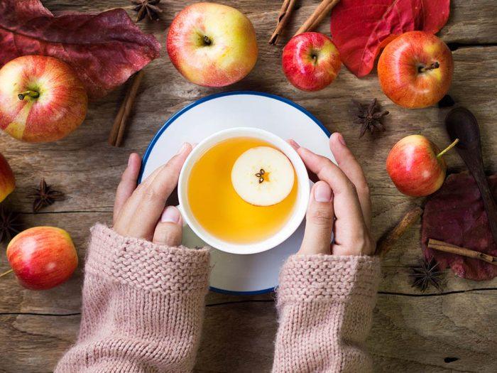 En automne, dégustez du jus de pomme frais.