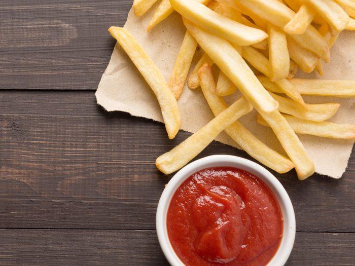 Remplacez les condiments comme le ketchup par un aliment plus sain.
