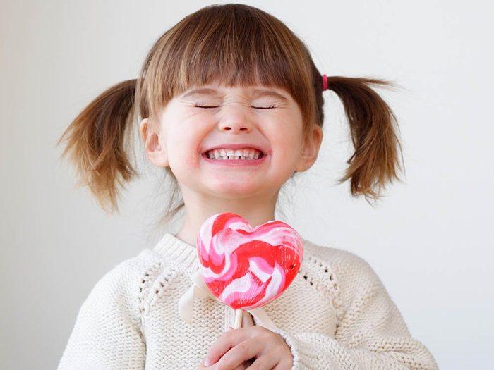 Les enfants bénéficient d'une aide financière pour aller chez le dentiste.