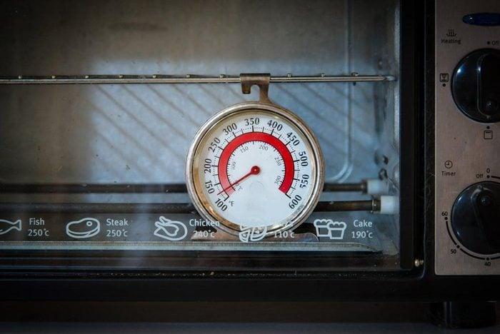 Votre four indique la température à un sel endroit.