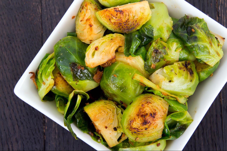 Le chou de Bruxelles est un des fruits et légumes de la saison automnale.
