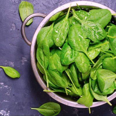 Parmi les meilleurs fruits et légumes de l'automne, on retrouve les épinards.