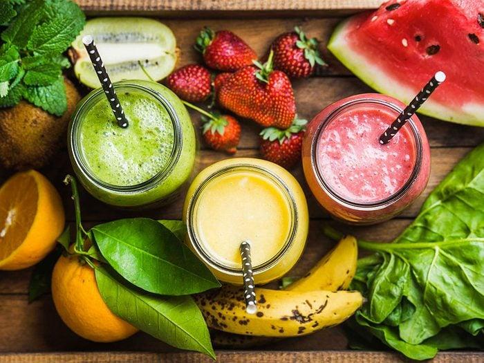 Le jus de fruits ne doit pas être un aliment de base si vous voulez perdre la graisse abdominale.