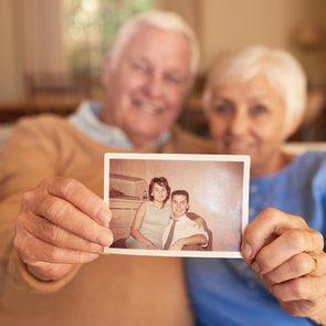 Demandez à vos grands-parents de vous raconter leur journée de mariage.