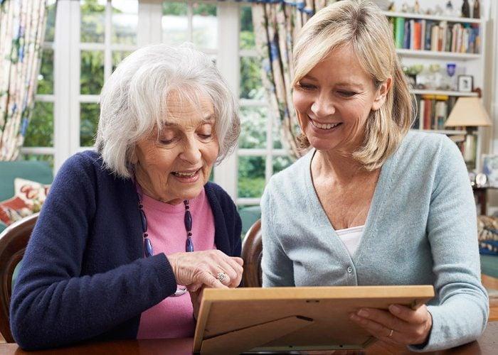 Questionnez vos grands-parents sur vos propres parents.