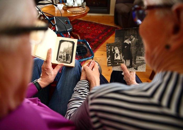 Questionnez vos grands-parents sur leurs ancêtres.