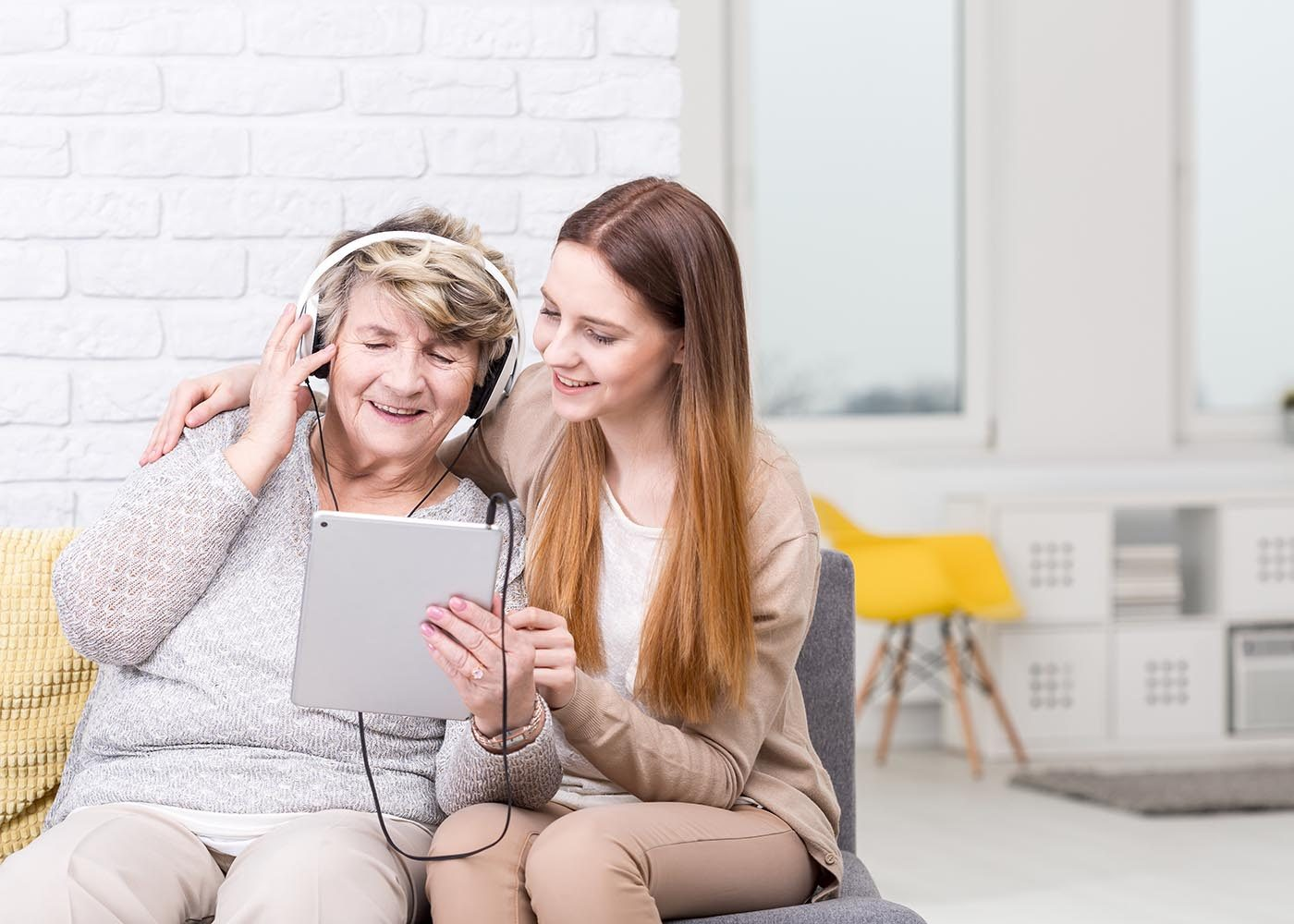 Questionnez vos grands-parents à propos de leur musique préférée.