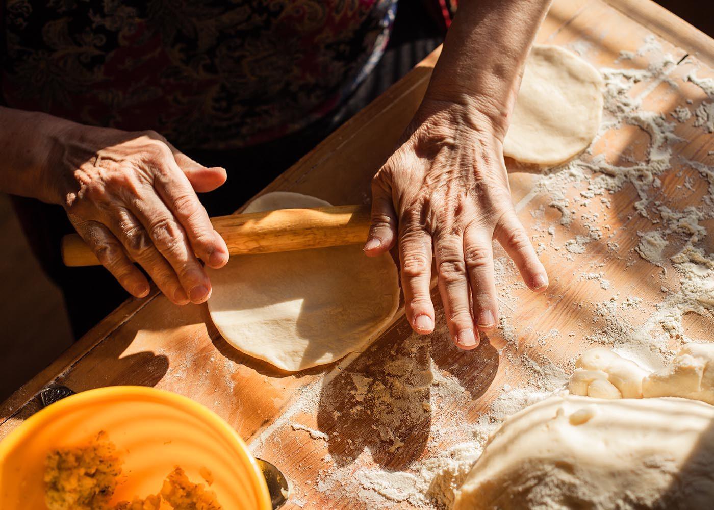 Demandez à vos grands-parents quelles recettes familiales vous devriez connaitre.