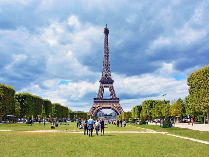 L'heure du dîner en France est à 14h, et se termine à 16h.
