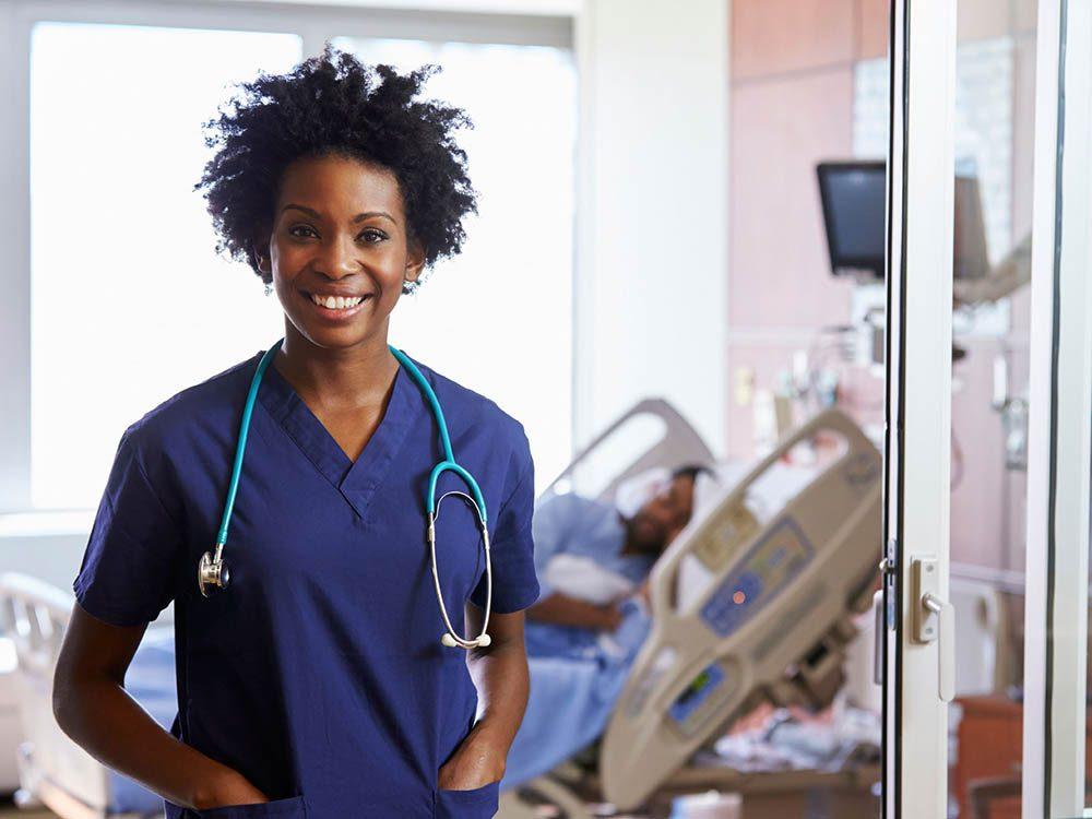 Les infirmières gardent toujours le sourrir.