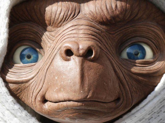 Objets volés les plus étranges: une statue d'E.T l'extraterrestre.