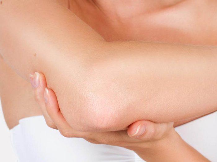Le coude et le pli du coude sont des parties du corps que vous ne lavez pas assez.