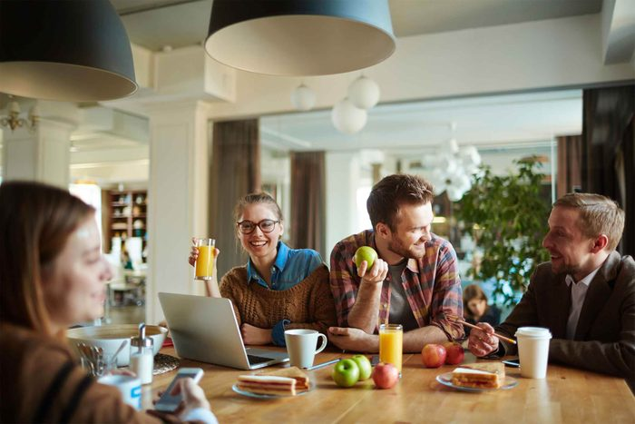 Réunissez vos collègues pendant la pause repas.