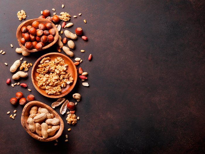Pensez noix et graines pour votre peau.