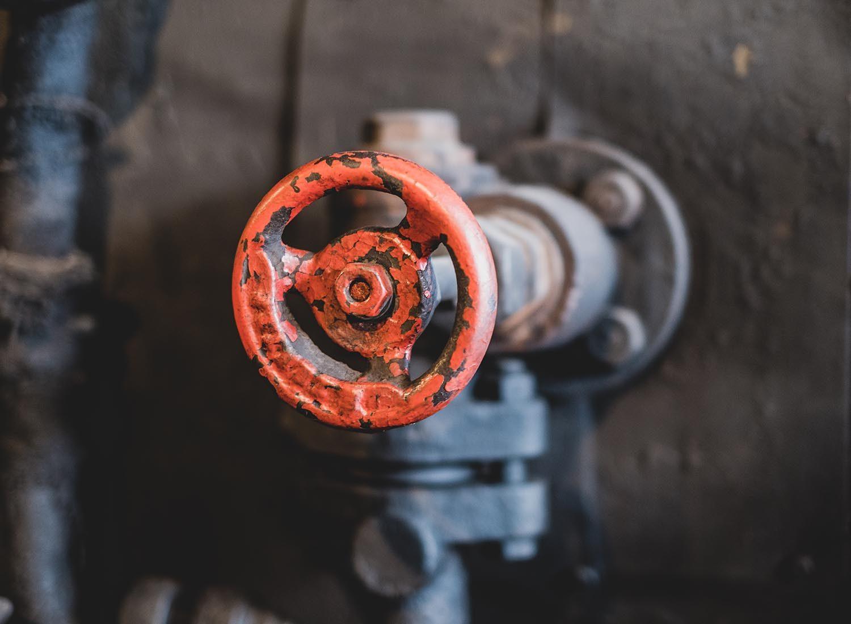 Le plombier vous recommande de trouver l'arrivée d,eau avant qu'il y ait un problème.