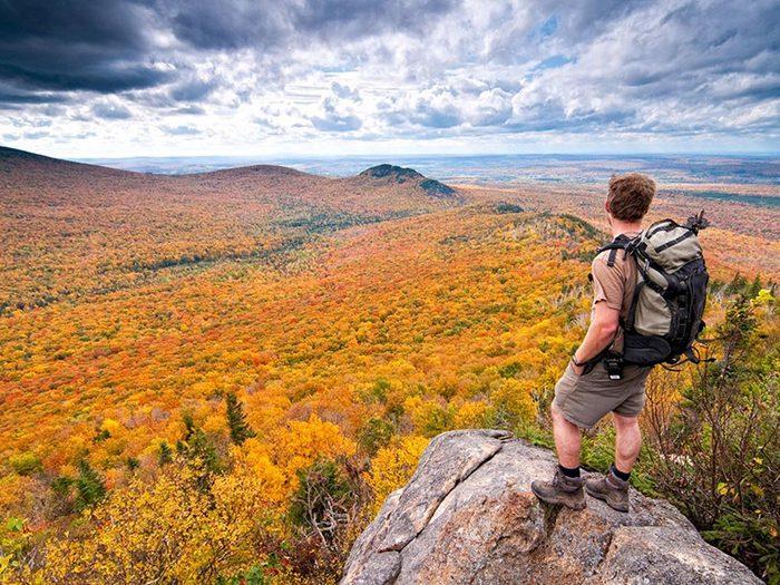 Profitez d'une randonnée pédestre au parc national du Mont-Mégantic.