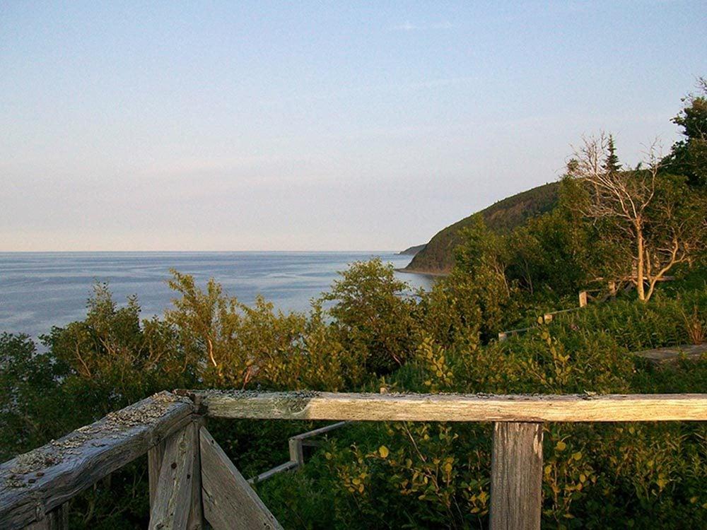 Profitez d'une randonnée pédestre en Gaspésie.
