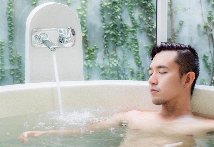 Ajoutez du sel d'epsom à votre bain.
