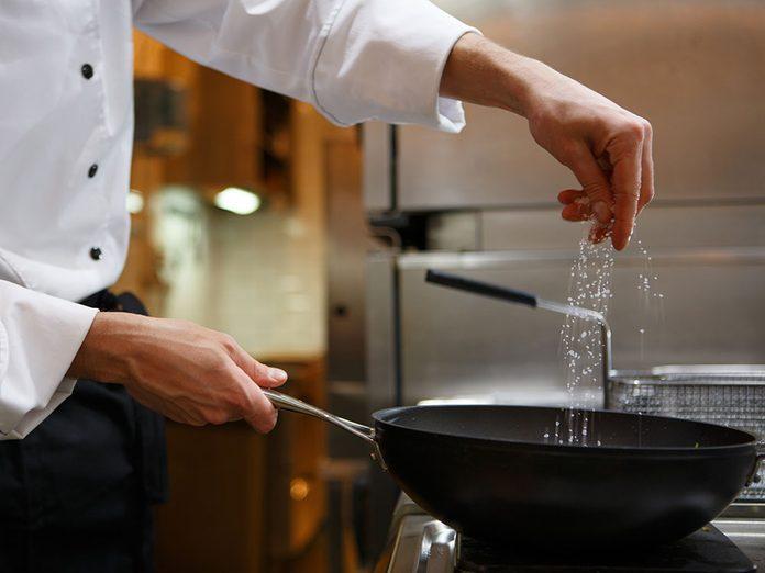 Sel et santé: de nombreux repas au restaurant en contiennent plus que la dose quotidienne normale.