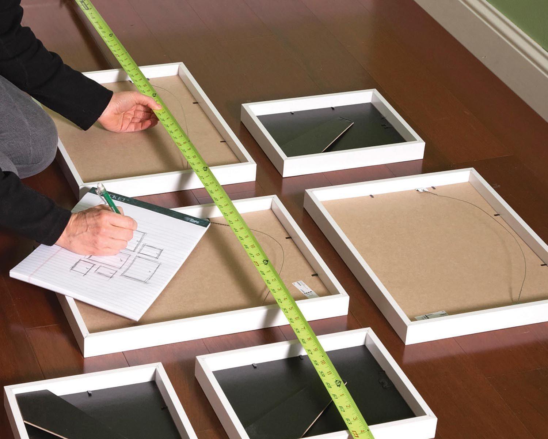 Trucs rénovation pour accrocher plus facilement les cadres au mur.