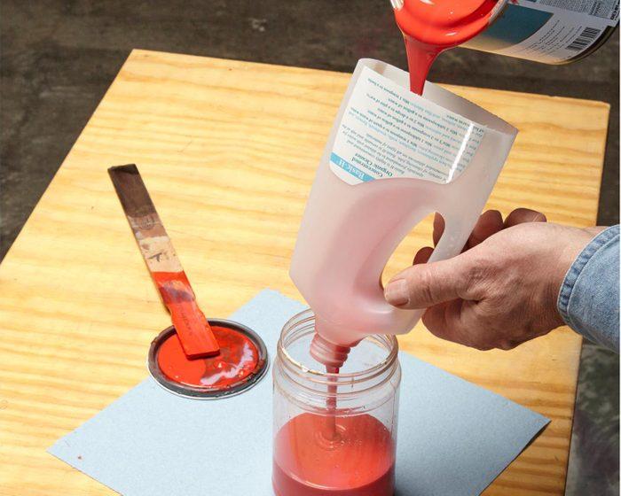 Trucs rénovation: recyclez vos bouteilles en plastique en entonnoir.