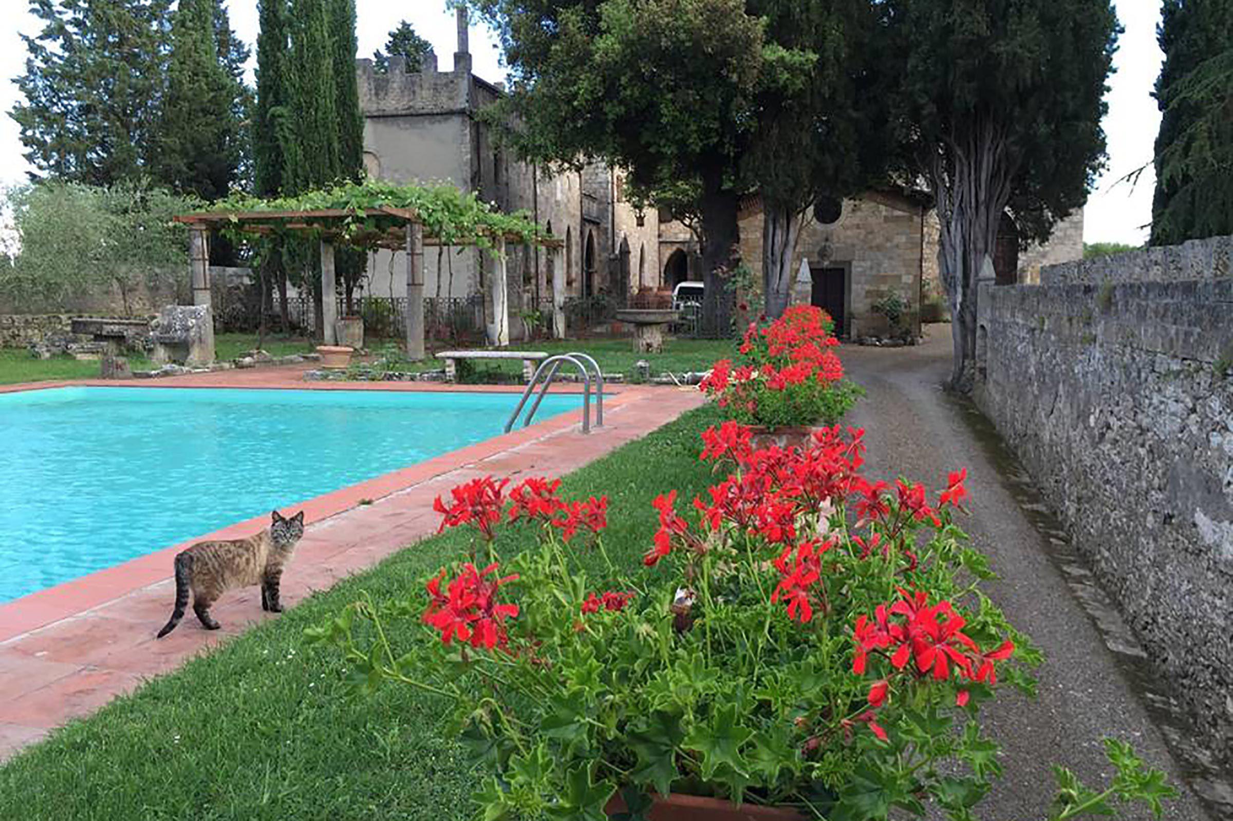Pour voir le château de Badia à Poggibonsi, destination l'Italie