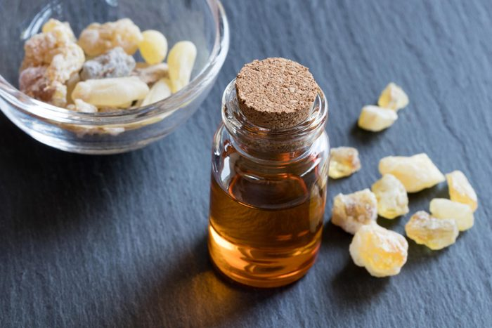Soulager les crampes menstruelles avec des huiles essentielles: l'encens
