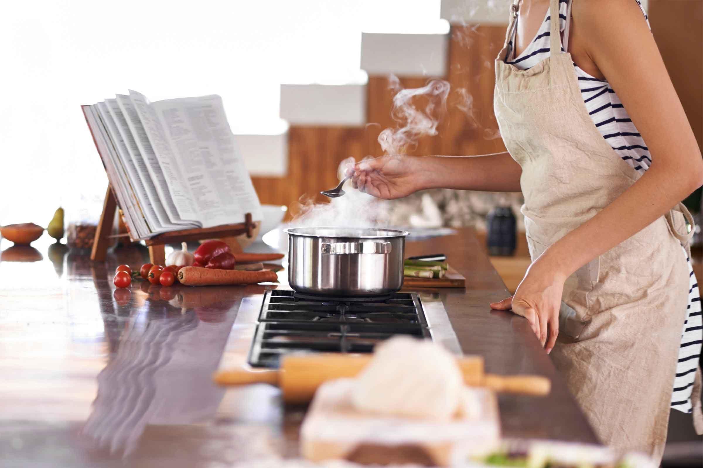Absorber le sel dans les soupes et les ragoûts avec des pommes