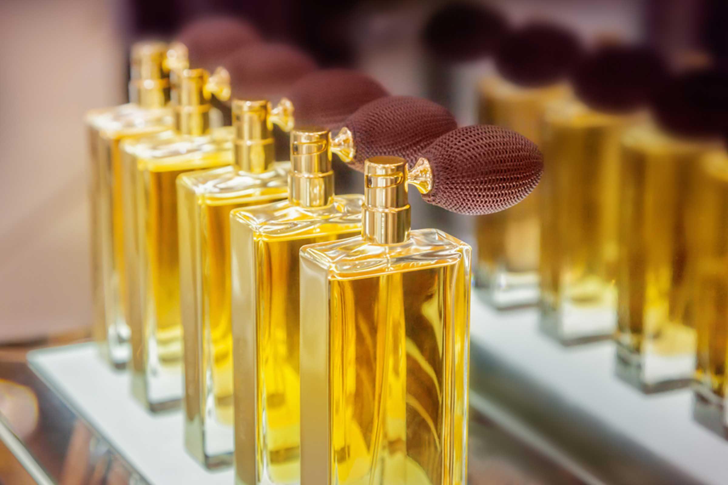 N'achetez pas de parfum à l'aéroport, ce pourrait être un faux