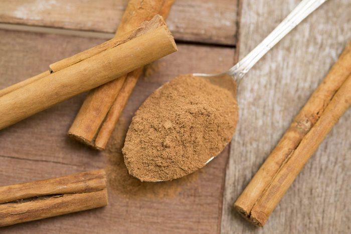 Pour prévenir la maladie d'Alzheimer, ajoutez de la cannelle à vos plats.