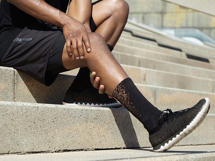 Une douleur au mollet lorsque vous marchez pourrait signifier une artère bloquée.