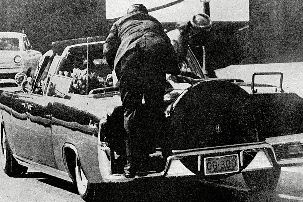 Assassinat de JFK : les tirs proviendraient des deux hommes armés.