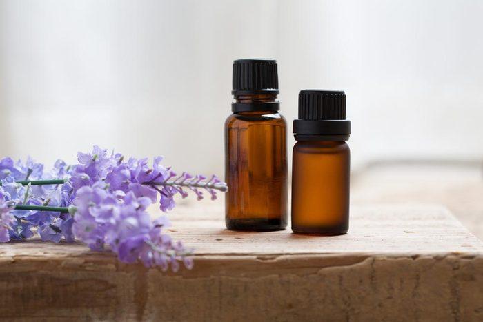 Évitez d'attraper un rhume en utilisant des huiles essentielles.