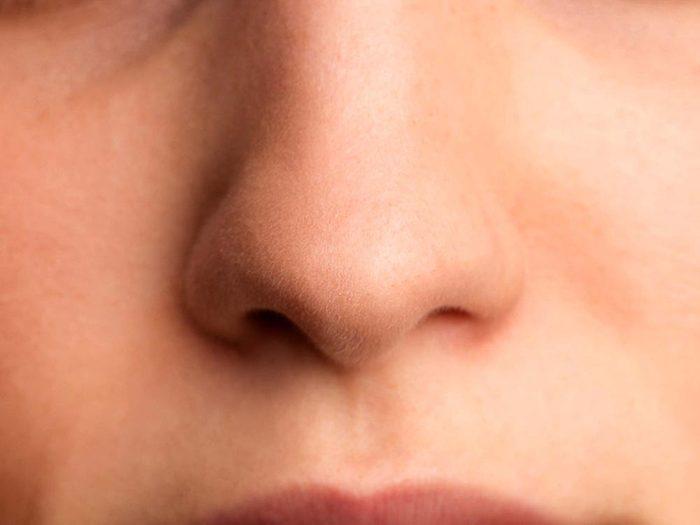 Pour éviter d'attraper un rhume, hydratez vos voies nasales.