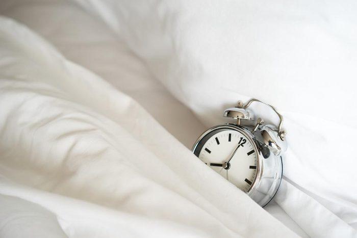 Pour ne pas attraper un rhume, évitez de veiller tard.