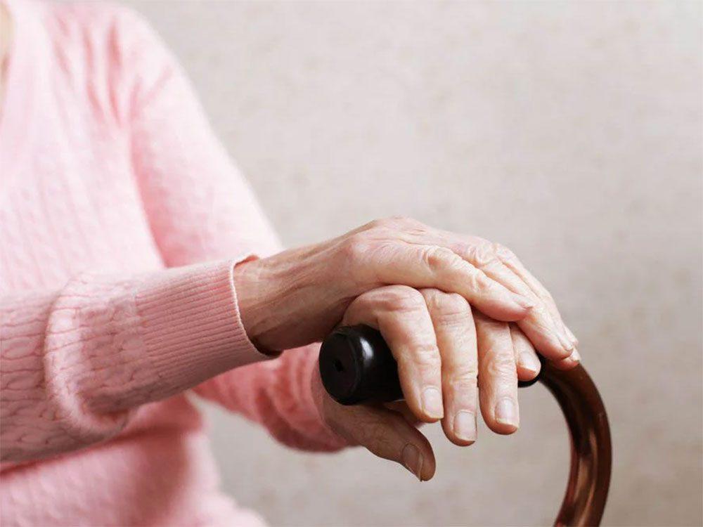 Soulager les douleurs arthritiques est l'un des bienfaits du curcuma.