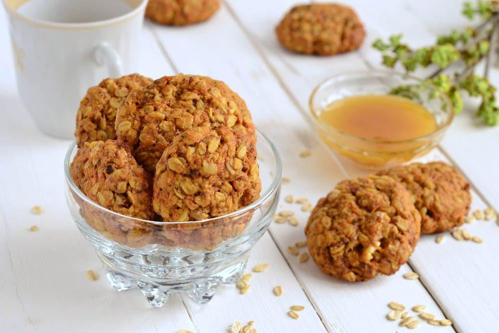 Recette de biscuits santé de flocons d'avoine, carotte et raisins secs.