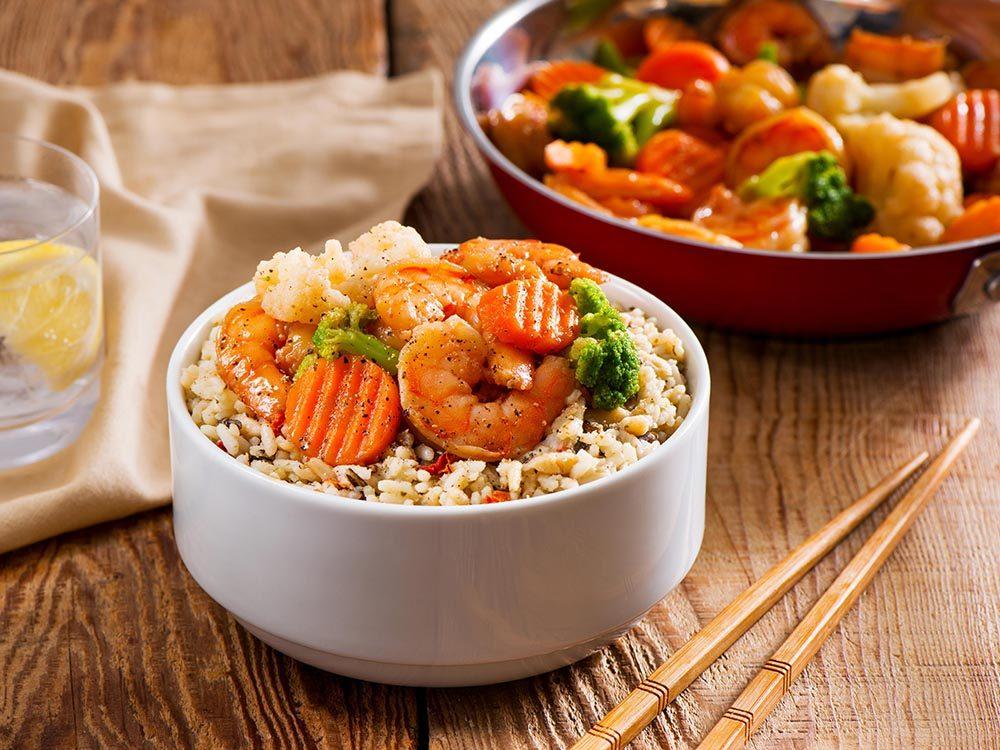 Camions de rue : recette de riz basmati avec légumes et crevettes de Meet2Eat (Vancouver).