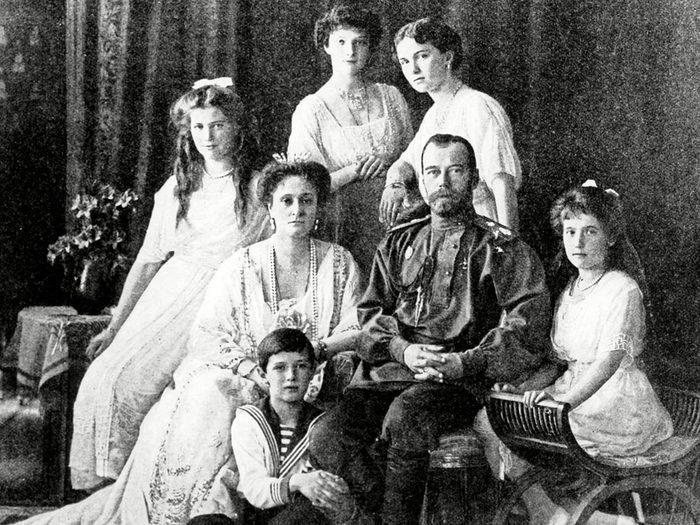 Chair de poule : photo de la famille Romanov avant son assassinat.