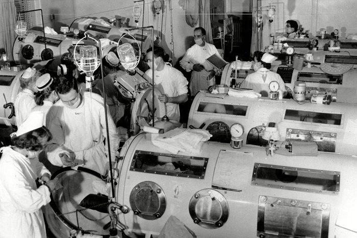 Chair de poule : photo d'une salle d'un hôpital dédie aux personnes atteintes de polio.