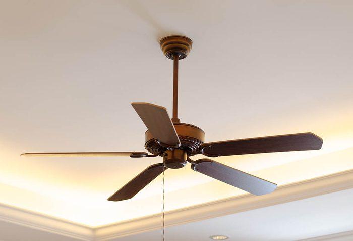 Pour mieux gérer votre consommation d'électricité, utilisez votre ventilateur à toutes les saisons.