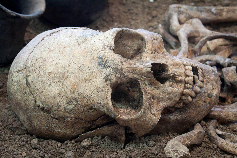 Des chercheurs on fait la découverte archéologique d'une femme et de son foetus.