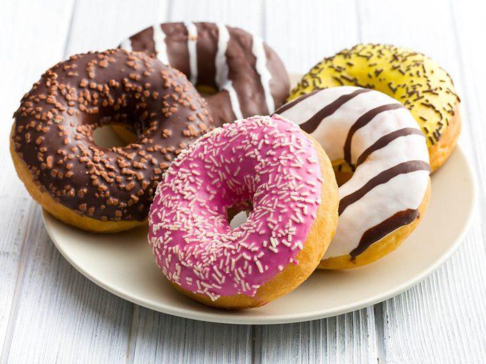 Votre dermatologue déconseille de manger du sucre.