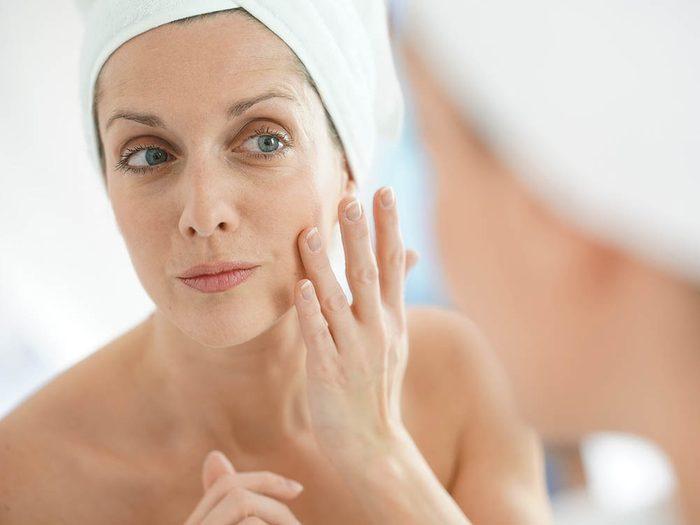 Conseil de dermatologue: optez pour un masque hydratant de nuit.