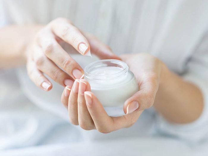 Votre dermatologue vous recommande les rétinoïdes pour lutter contre les vergetures.