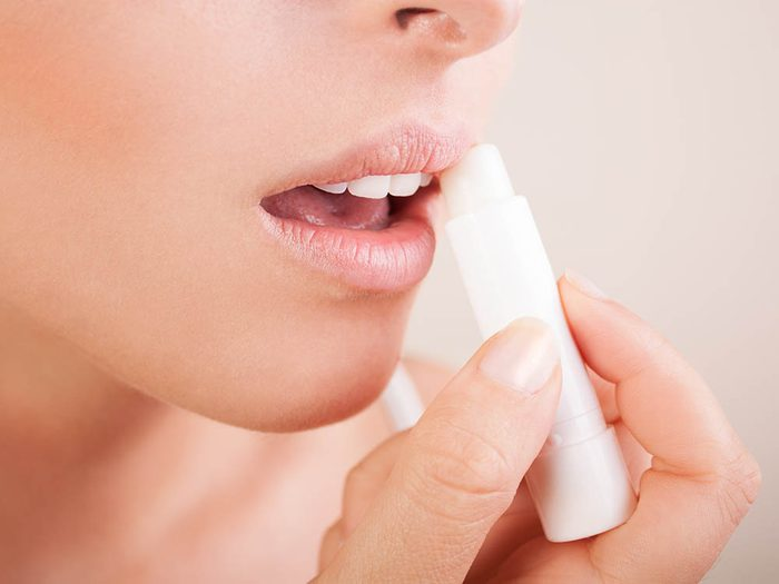 Conseil de dermatologue : n'oubliez pas de prendre soin de vos lèvres.